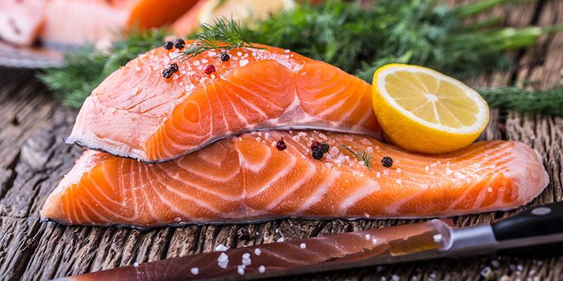 Cá hồi giúp cung cấp Protein & Omega 3, giúp trẻ hóa da đầu và mái tóc của bạn.