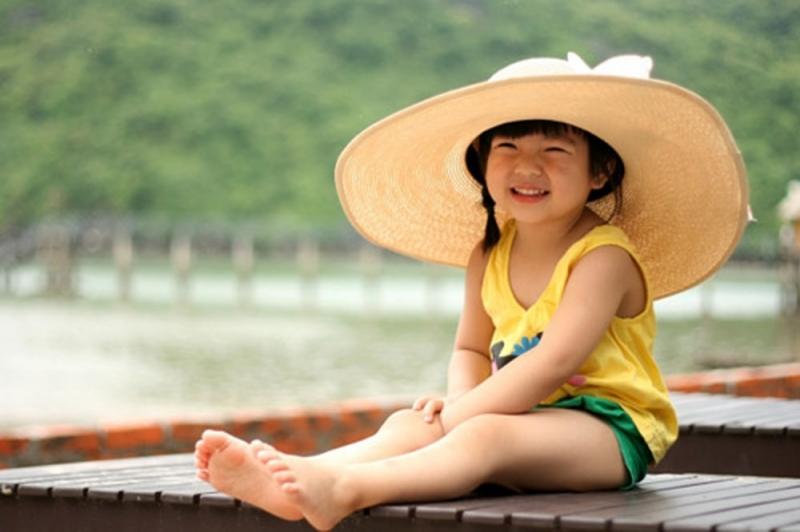 Đội mũ ra đường là cách đơn giản hưu hiệu nhất mà bạn có thể làm ngay lập tức để bảo vệ mái tóc của mình.