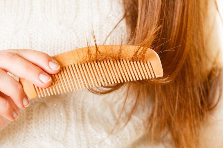 Đổi mua & chuyển mùa cũng là một trong những nguyên nhân khiến tóc bạn bị gãy rụng mà bạn cần phải chú ý.