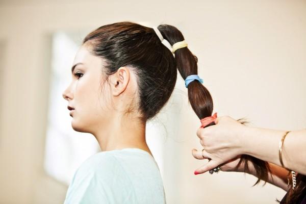 Không nên búi tóc & cột tóc sau khi bạn đã duỗi tóc. Nó sẽ làm gãy tóc của bạn.
