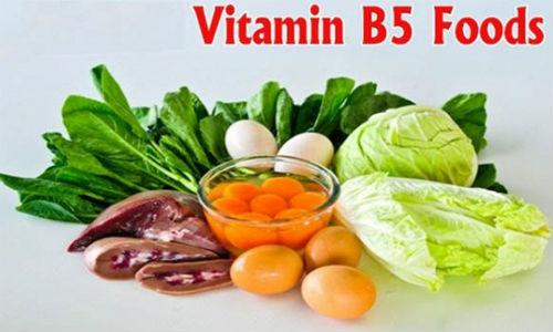 Một số loại thực phẩm giàu Vitamin B5 tốt cho tóc bao gồm: Trái bơ, trứng, bắp cải, súp lơ, khoai lang và các loại cá.