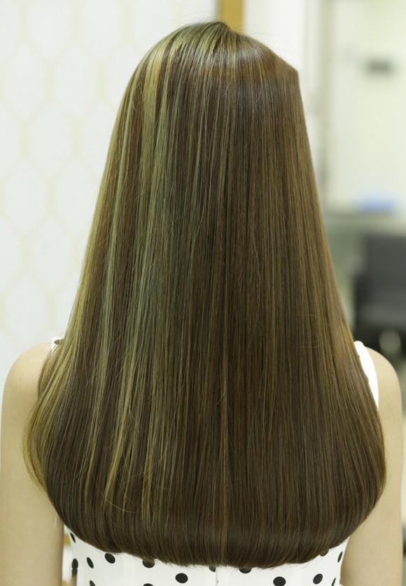 Sau khi duỗi từ 10 - 15 ngày bạn mới có thể nhuộm tóc. Điều này để tránh tóc bạn bị hư tổn trong quá trình nhuộm.