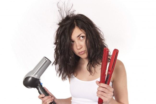 Uốn - duỗi- nhuộm & xử lý tóc quá mức là nguyên nhân gây ra rụng tóc phổ biến ở bạn bạn trẻ ngày nay.