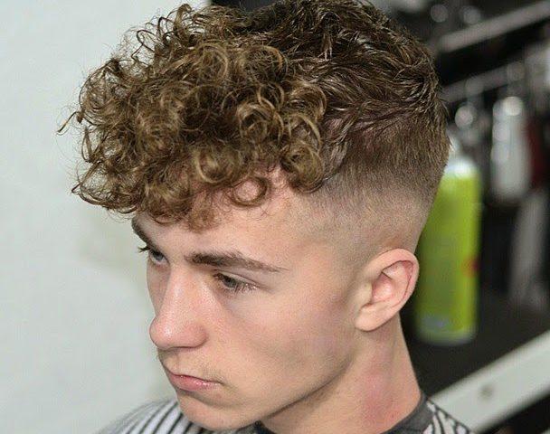 Một kiểu tóc nam dùng phương pháp uốn lạnh. Uốn lạnh cho phép ta uốn các phần tóc sát da đầu mà không gây bỏng da.