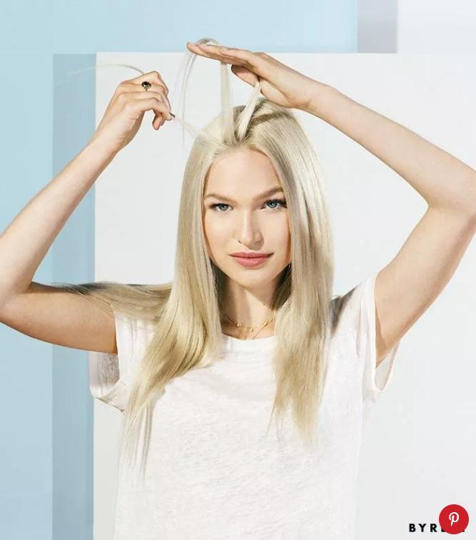 Chọn phần tóc mà bạn muốn tết tóc thành bím tóc Hà Lan: Có thể chọn phần giữa, hoặc 2 bên tóc điều được.