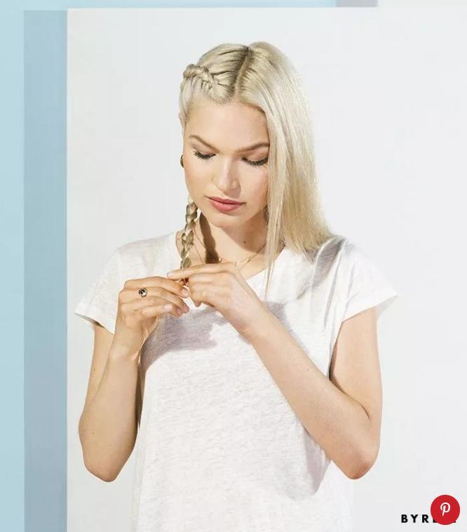 Cột tóc lại bằng kẹp hoặc dây thun để cố định phần bím tóc! Kết thức quá trình kết tóc.